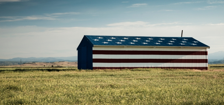Barn, outside of Freno, CA. ©Billy Sauerland